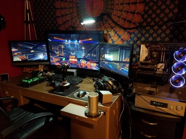PC_Desk_MultiDisplay77_55.jpg