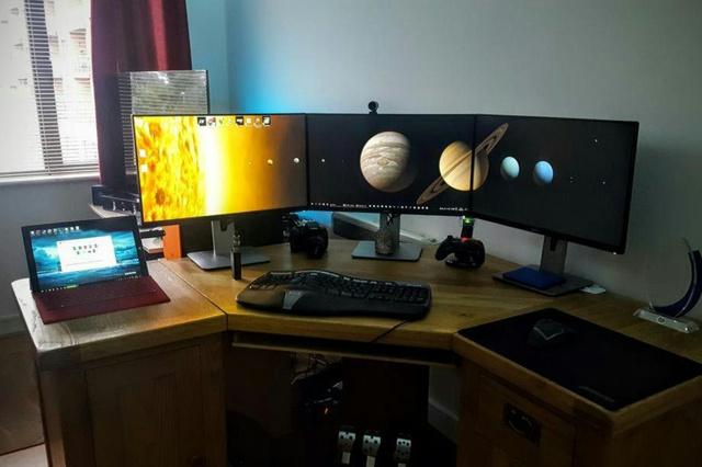 PC_Desk_MultiDisplay77_72.jpg