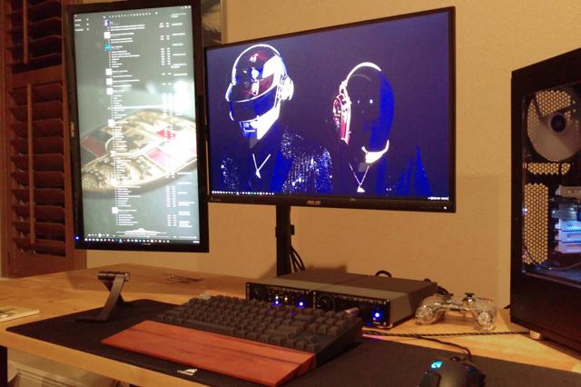 PC_Desk_MultiDisplay77_73.jpg