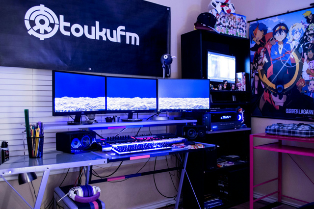PC_Desk_MultiDisplay77_74.jpg