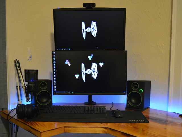 PC_Desk_MultiDisplay77_81.jpg