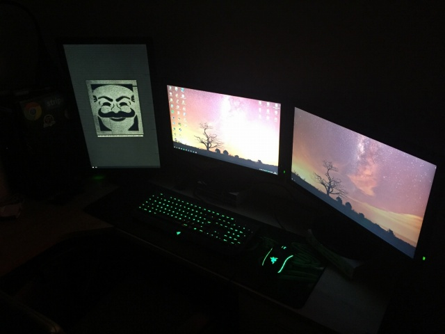 PC_Desk_MultiDisplay77_93.jpg