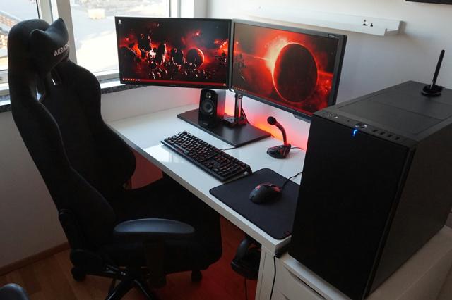 PC_Desk_MultiDisplay77_96.jpg