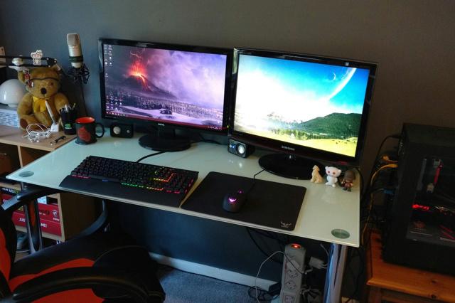 PC_Desk_MultiDisplay78_59.jpg
