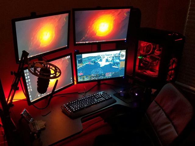 PC_Desk_MultiDisplay78_79.jpg